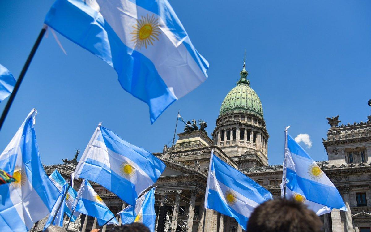 La locura de hacer la compra en Argentina entre la inflación y las promociones